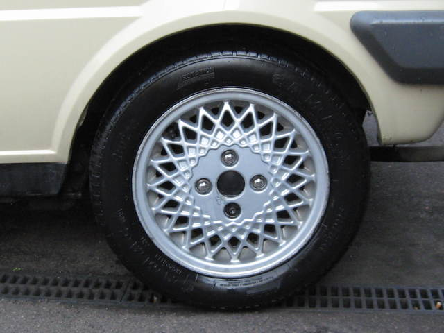 1985 austin metro city beige wheel
