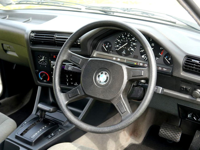 1990 BMW E30 320i Dashboard Steering Wheel