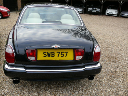 2001 bentley arnage 6.8 auto red label back
