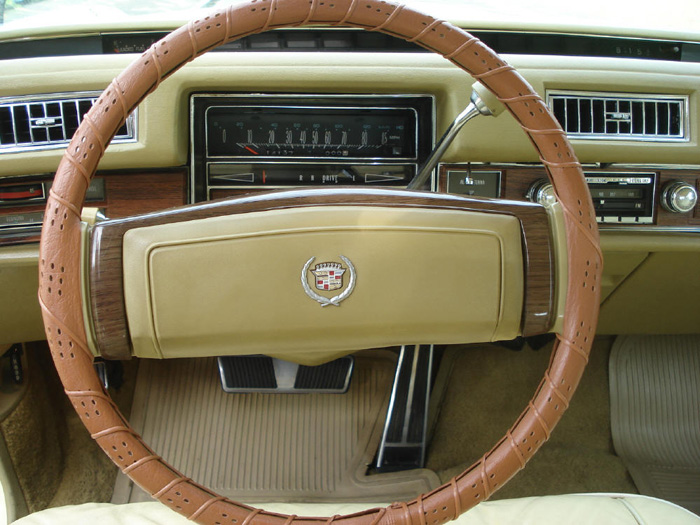 1977 Cadillac Fleetwood Eldorado 7.0 V8 Dashboard Steering Wheel