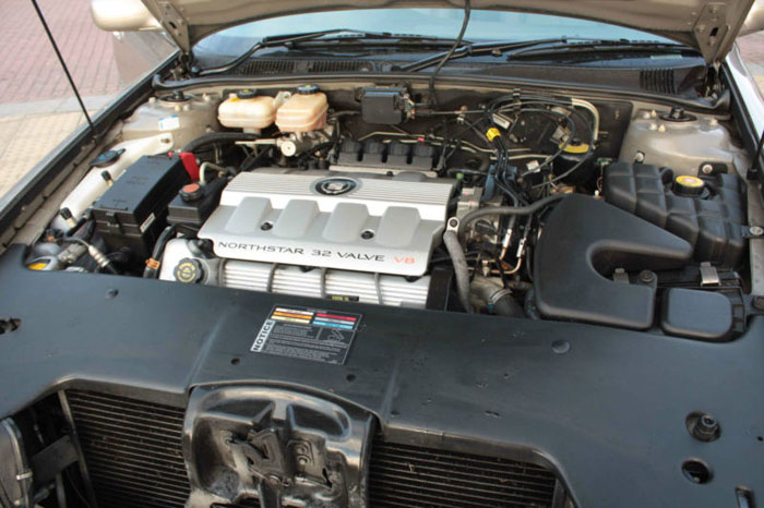 2001 cadillac seville sts v8 auto gold engine bay