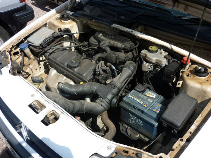 1999 citroen saxo white engine bay