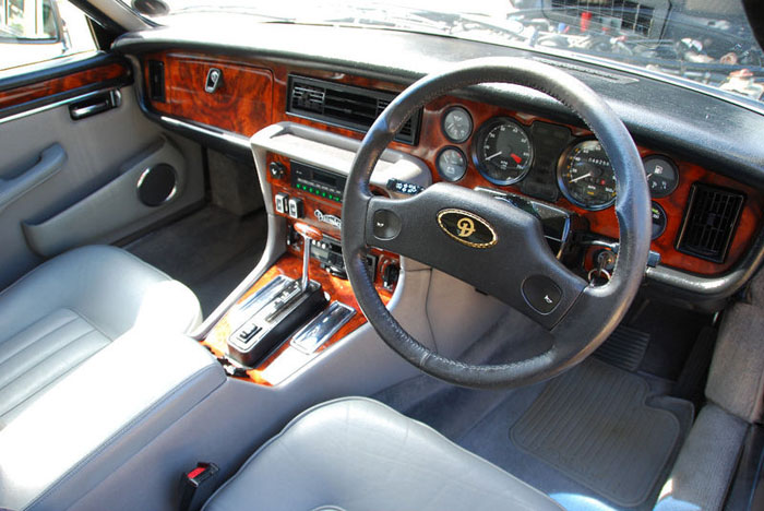 1986 daimler 5.3 v12 double six automatic interior 2