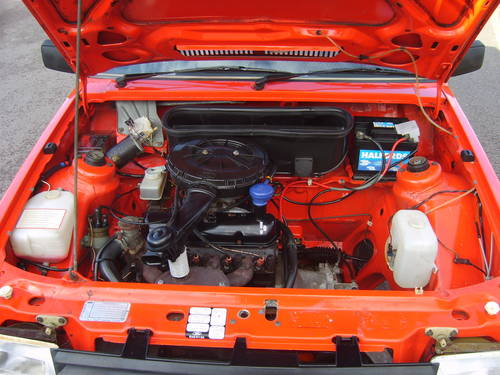 1981 ford escort mk3 1.1l engine bay