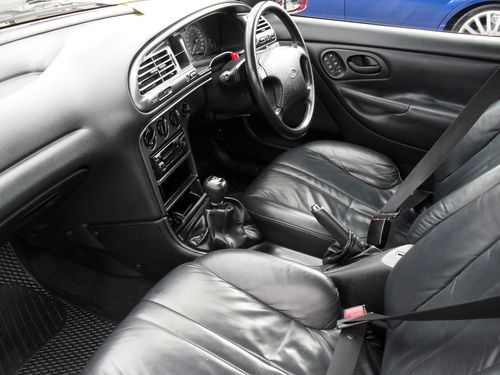 1993 Ford Mondeo 2.0 Ghia Front Interior