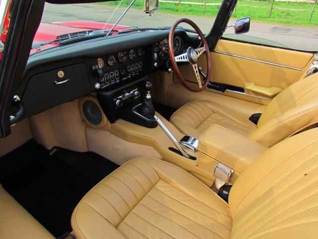 1970 Jaguar E-Type S2 Roadster Front Interior 1