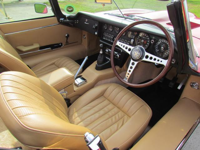 1970 Jaguar E-Type S2 Roadster Front Interior 2