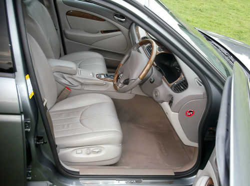 2001 Jaguar S-Type V6 SE Front Interior 1