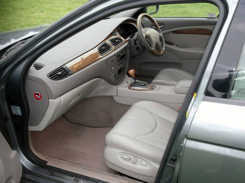 2001 Jaguar S-Type V6 SE Front Interior 2