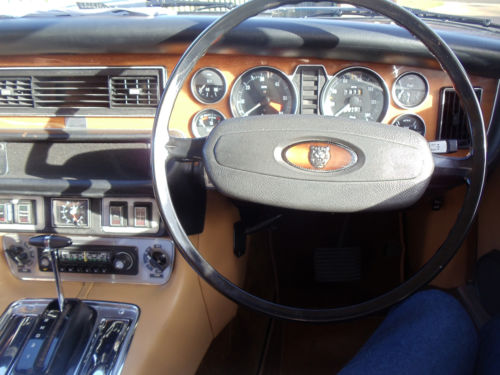 1977 Jaguar XJ 3.4 Dashboard Steering Wheel