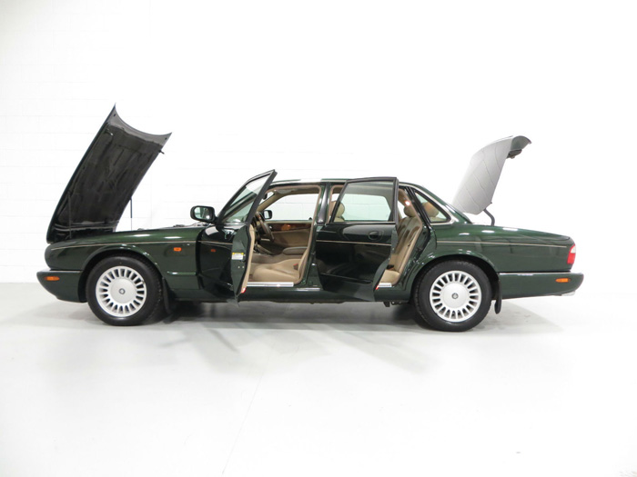 1998 Jaguar XJ8 3.2 Doors Open