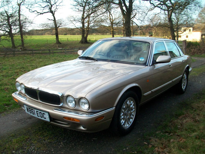 2000  w  jaguar xj8 3.2 v8 executive auto 3