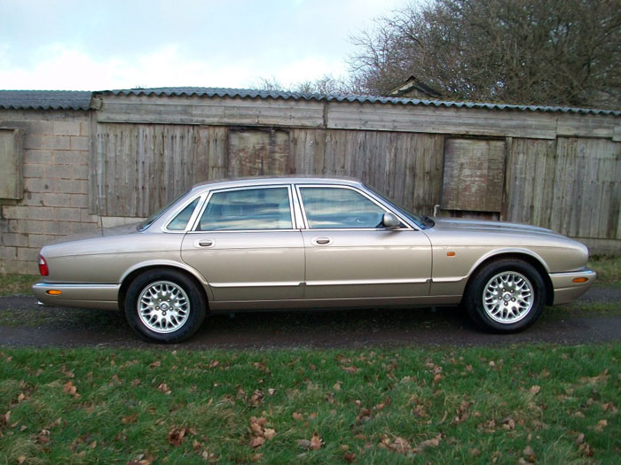 2000  w  jaguar xj8 3.2 v8 executive auto 4