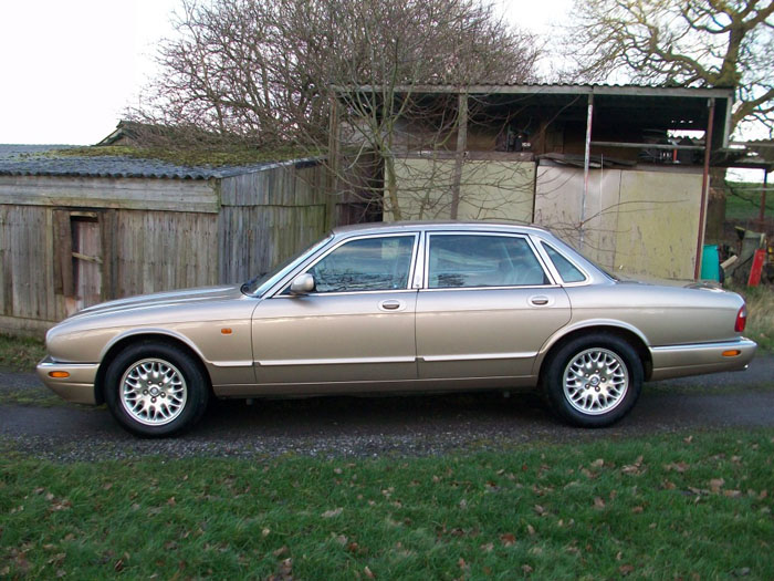 2000  w  jaguar xj8 3.2 v8 executive auto 5