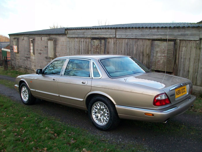 2000  w  jaguar xj8 3.2 v8 executive auto 6