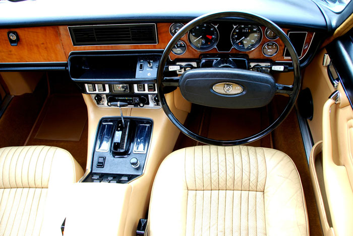 1976 Jaguar XJ6 Series 2 4.2 Interior Dashboard