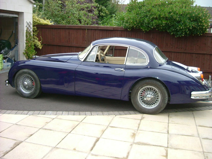 1959 Jaguar XK 150 FHC Side