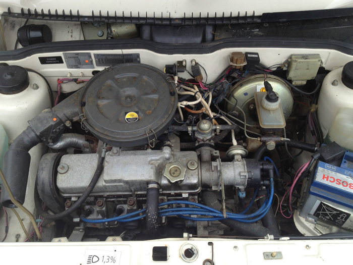 1996 Lada Samara 1.3 GSX Engine Bay