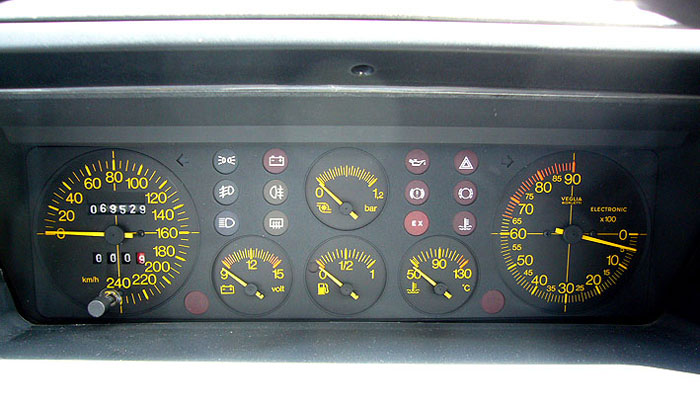 1992 lancia integrale 16v delta hf turbo dashboard