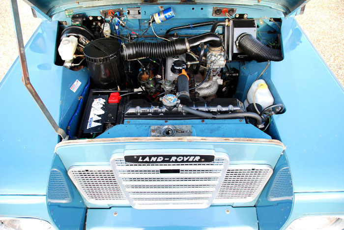 1983 land rover 109 engine bay