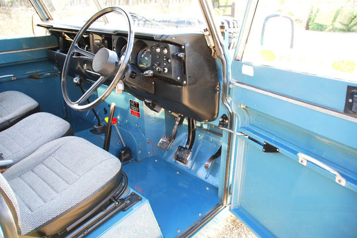 1983 land rover 109 interior 1