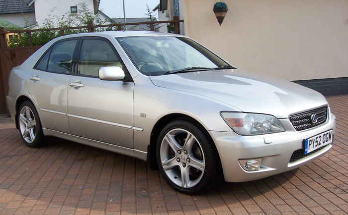 2002 Lexus IS200 SE 1