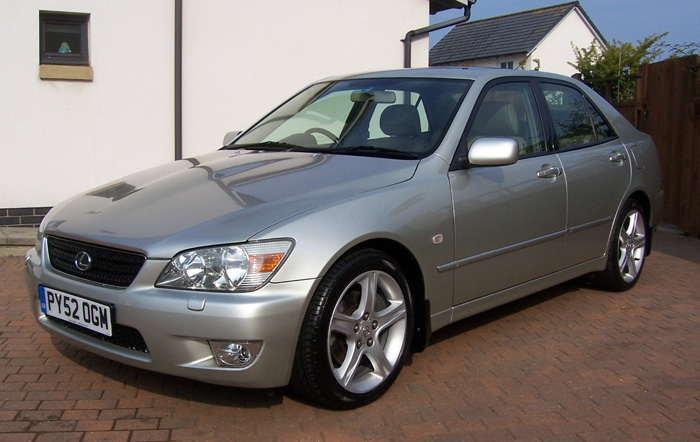 2002 Lexus IS200 SE 2