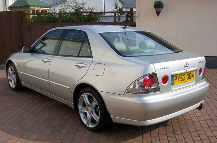 2002 Lexus IS200 SE 3