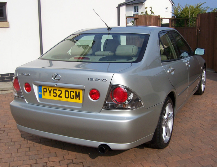 2002 Lexus IS200 SE 4