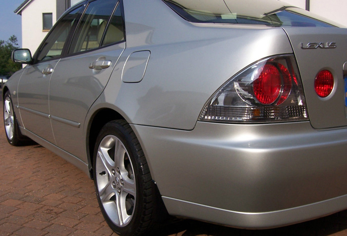2002 Lexus IS200 SE Side 2