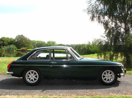 1972 mg b gt coupe british racing green 3