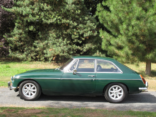 1972 mg b gt coupe british racing green 4