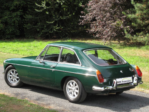 1972 mg b gt coupe british racing green 5
