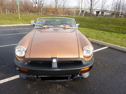 1981 mgb le roadster front