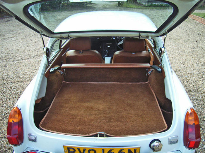 1974 mgb gt v8 factory car boot