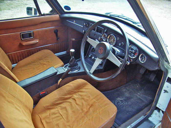 1974 mgb gt v8 factory car interior 2