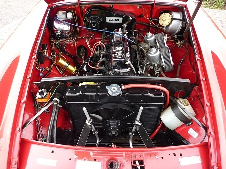 1975 mgb roadster 5 tartan red engine bay