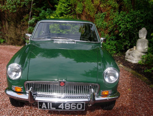 1969 MGB GT Front