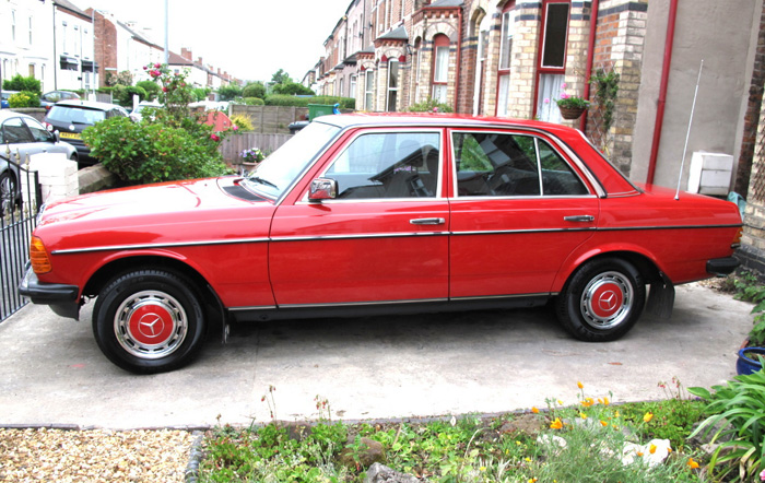 1985 Mercedes-Benz W123 200 Left Side
