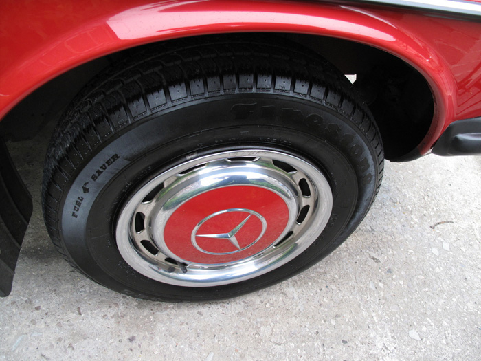 1985 Mercedes-Benz W123 200 Wheel