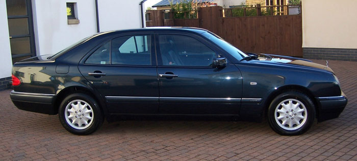 1996 Mercedes E230 Elegance Saloon Right Side