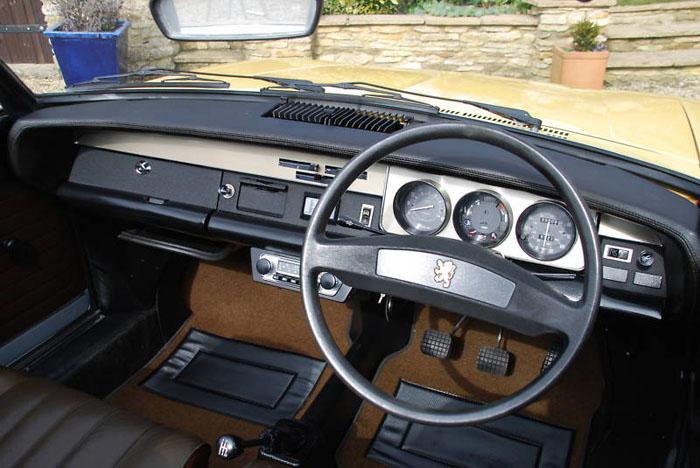 1974 peugeot 304 s convertible dashboard