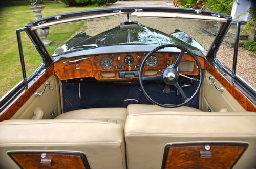 1959 Rolls Royce Silver Cloud 1 H.J. Mulliner Convertible Interior 1