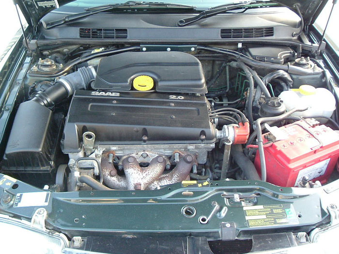 1997 saab 900 i se 2.0 litre automatic engine bay