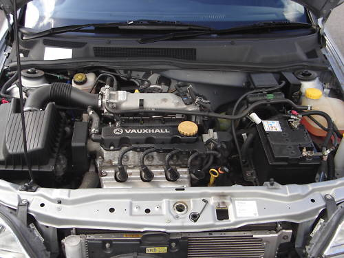2000 vauxhall astra club auto grey engine bay