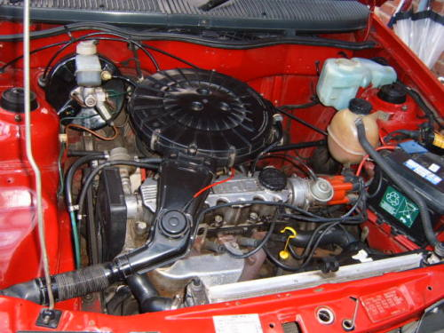 1991 vauxhall astra l red engine bay