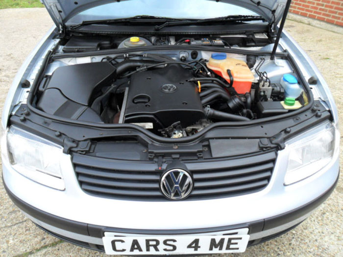 1998 volkswagen passat 1.6 se estate engine bay