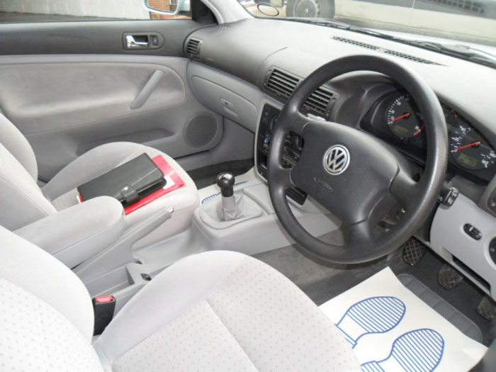 1998 volkswagen passat 1.6 se estate interior 1