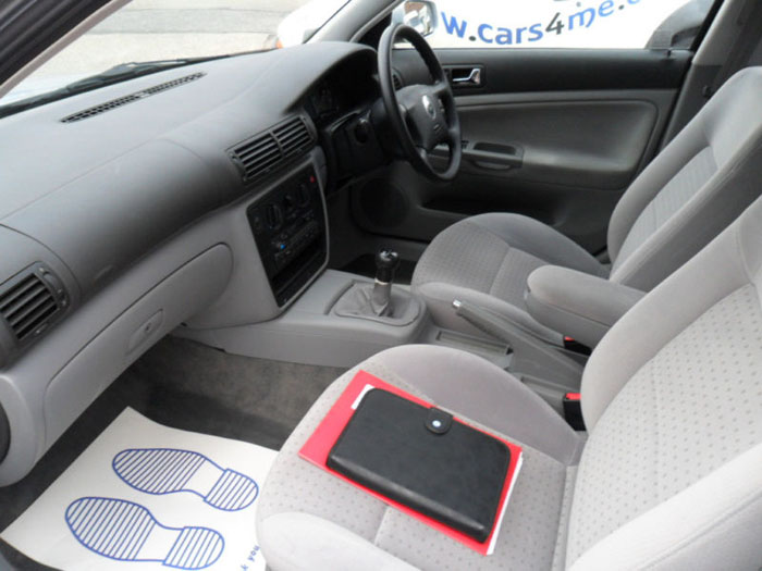 1998 volkswagen passat 1.6 se estate interior 2