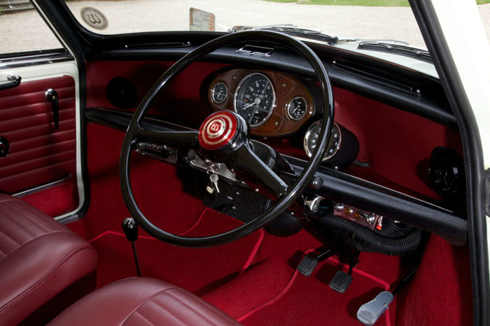 1968 wolseley hornet mk3 show winning concourse condition car dashboard
